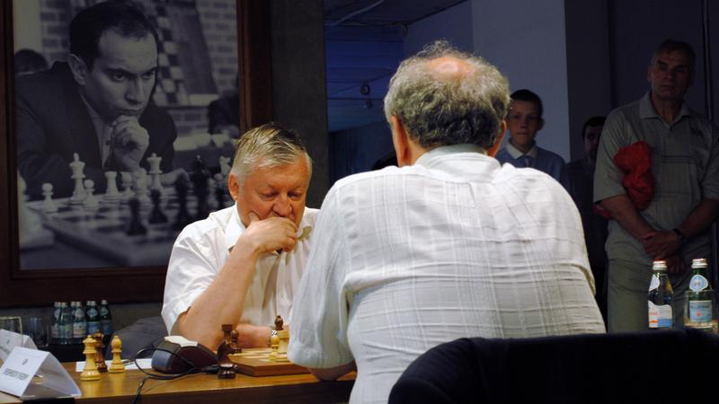 Karpov Beats Sveshnikov 4-2 In Rapid Match
