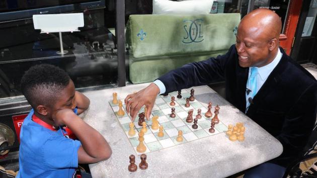 So Channels Kasparov To Annihilate Akobian, Tie Caruana At Top