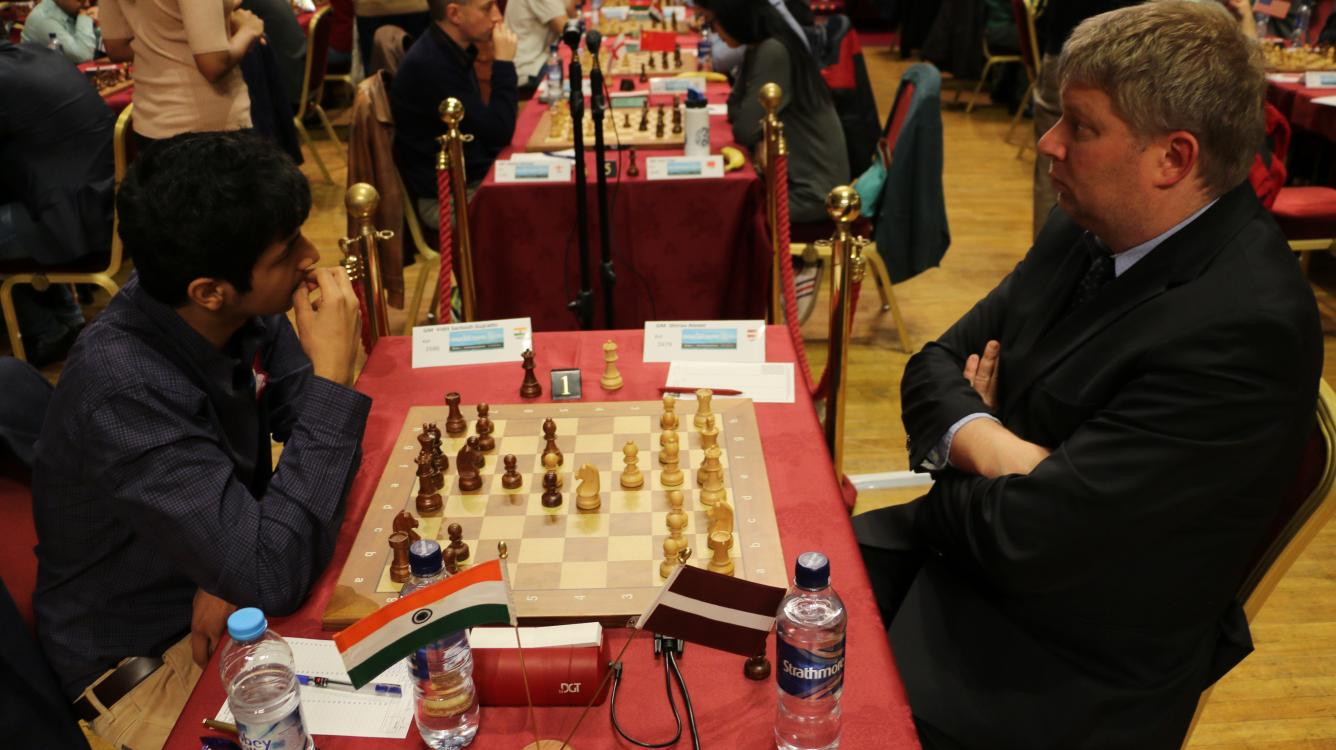 Shirov Wins, Takes Day Off, Leads Isle Of Man