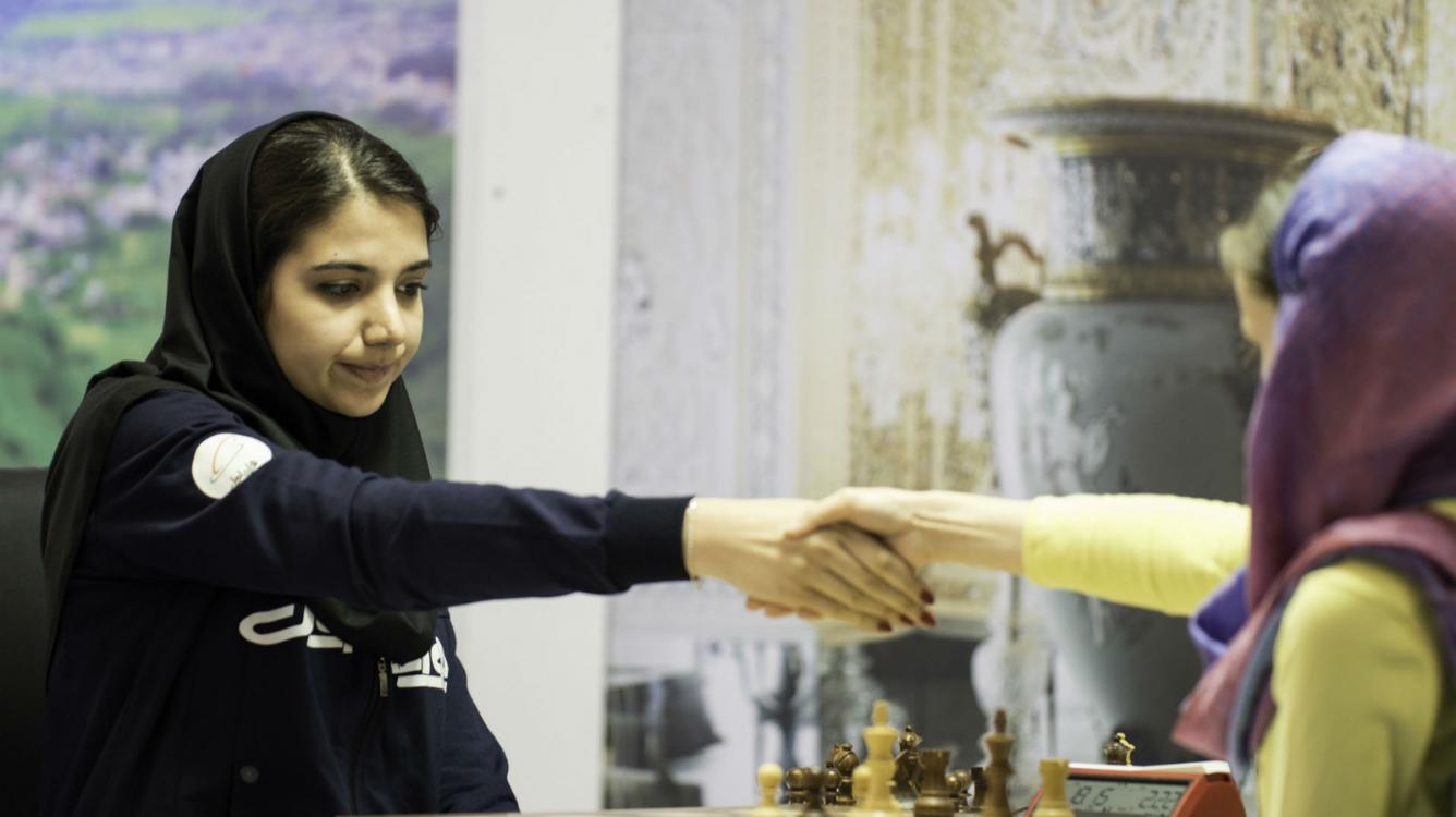 Controversy, Few Surprises In Women's World Champs Round 1