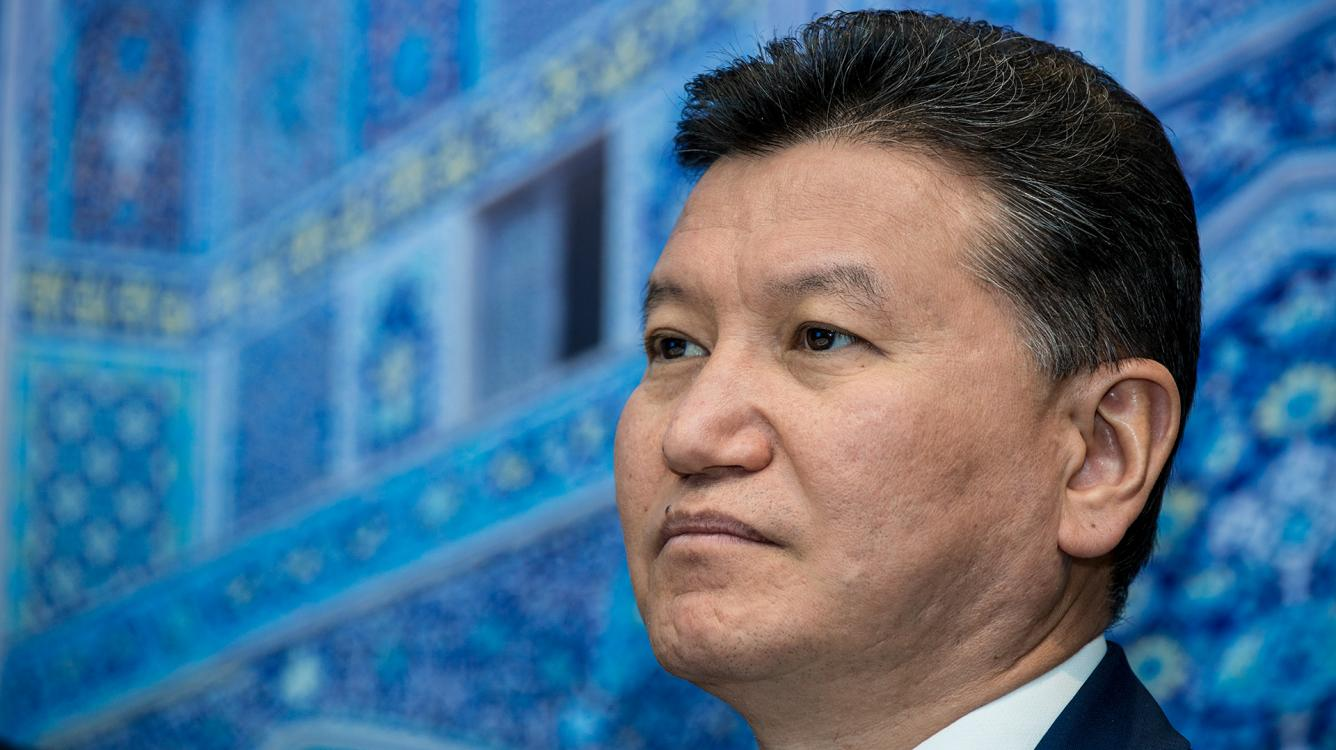FIDE Declara a Demissão de Ilyumzhinov's, o Presidente Desmente