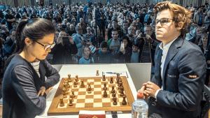 Hou Yifan setzt Carlsen unter Druck und bleibt bei den Grenke-Open in Führung's Thumbnail