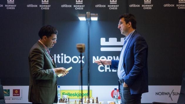Крамник побеждает Ананда, догоняя Накамуру на Norway Chess