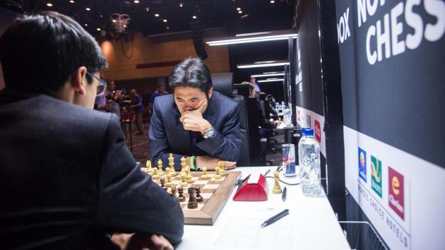 Nakamura Agarra Liderança na 1ª Rodada da Noruega