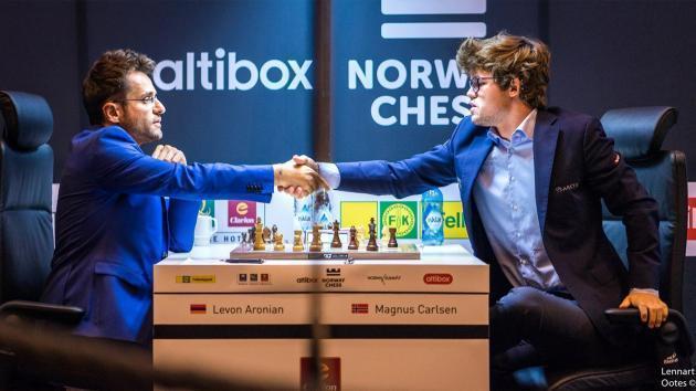 Aronian bat Carlsen lors d'une quatrième ronde de toute beauté