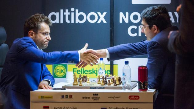 Aronian bat un autre champion du monde et rejoint Nakamura