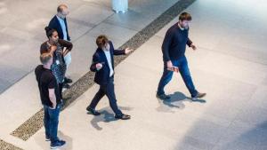 Carlsen à une défaite de perdre sa place de numéro 1 mondial's Thumbnail