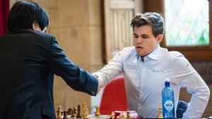 Miniatura de Carlsen alcanza a So a la mitad del blitz de Leuven