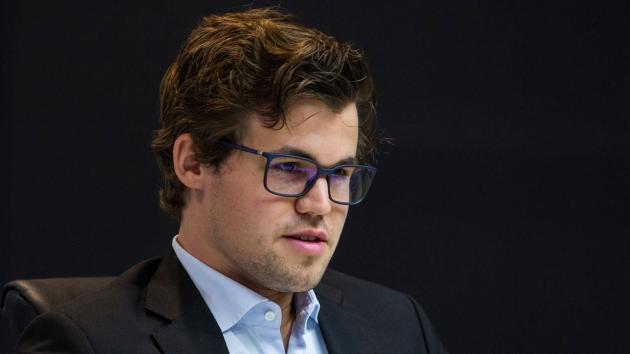Magnus Carlsen spiller FIDE World Cup