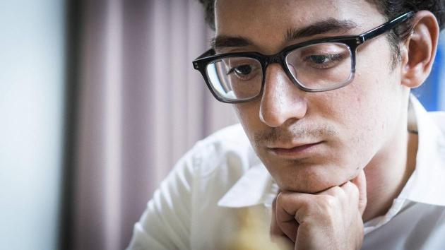 Caruana vant etter 110 trekk - deler ledelsen med to andre