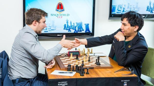 Carlsen og halve feltet kjemper om førsteplassen én runde før slutt