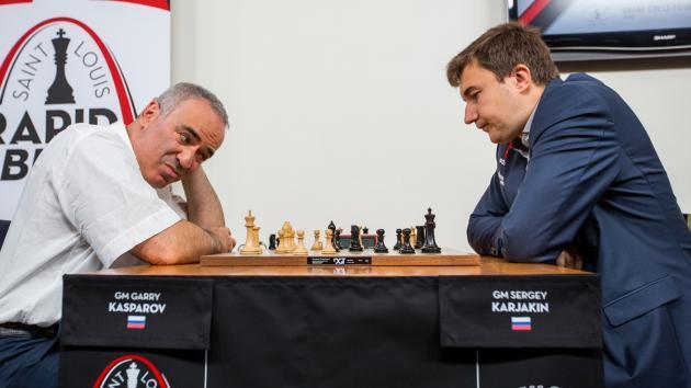 Kasparov 'Sobrevive' Enquanto 4 Outros Sobem Para o Topo