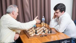 Nepomniachtchi slo Kasparov - leder etter dag 2's Thumbnail