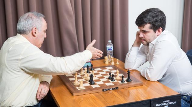 Nepómniachtchi vence a Kaspárov y lidera tras el 2º día