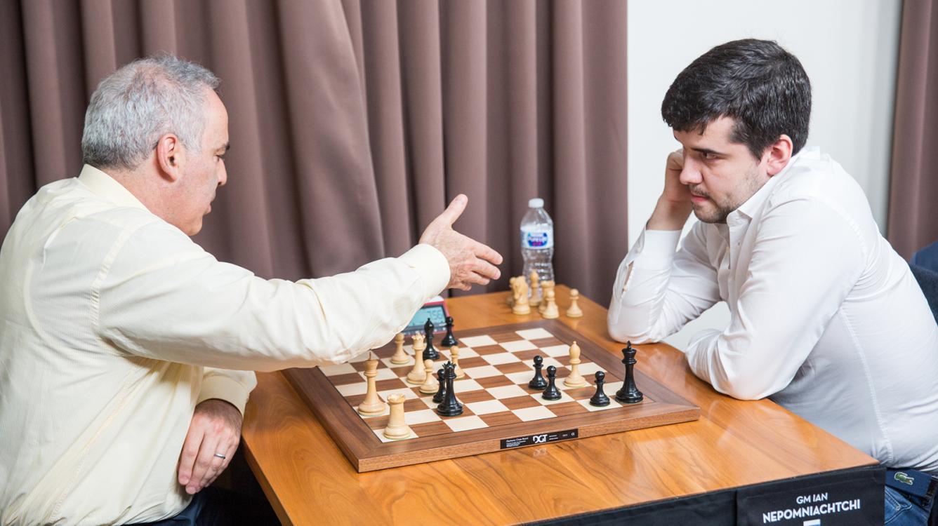 Nepomniachtchi bat Kasparov et mène le tournoi après 2 journées