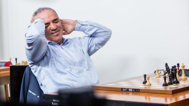 Aronian leder etter hurtigsjakken; Dramatisk tredjedag for Kasparov