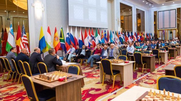 Carlsen hat in der ersten Runde des World Cups Weiß