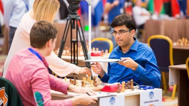 Anand zaczyna drugą rundę od porażki białymi