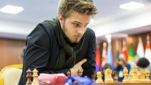 Gain avec les blancs, nulle avec les noirs :  Aronian, So et Ding sont en demi
