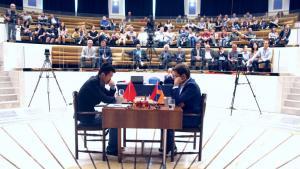 Aronián no logra quebrar a Ding en la 1ª partida de la final