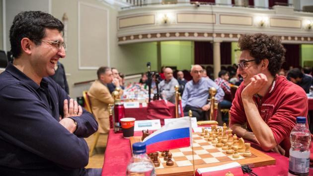 A Sorte do Sorteio Resulta Em Uma Vitória Para Caruana Sobre Kramnik