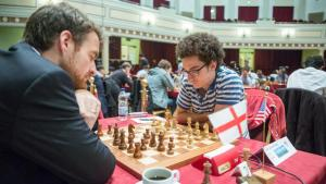 Isle of Man mot spennende sluttspurt - Magnus Carlsen ennå i tet miniatyrbilde