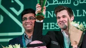 Miniatura de Carlsen Magnífico no Dia Final, Vence Mundial de Blitz