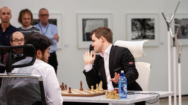 Черные дни: Карлсен не может оторваться от Накамуры в матче по шахматам Фишера