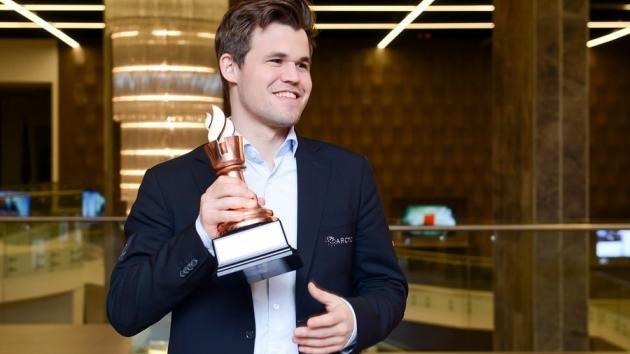 Carlsen wygrywa Shamkir po szybkim remisie z Dingiem