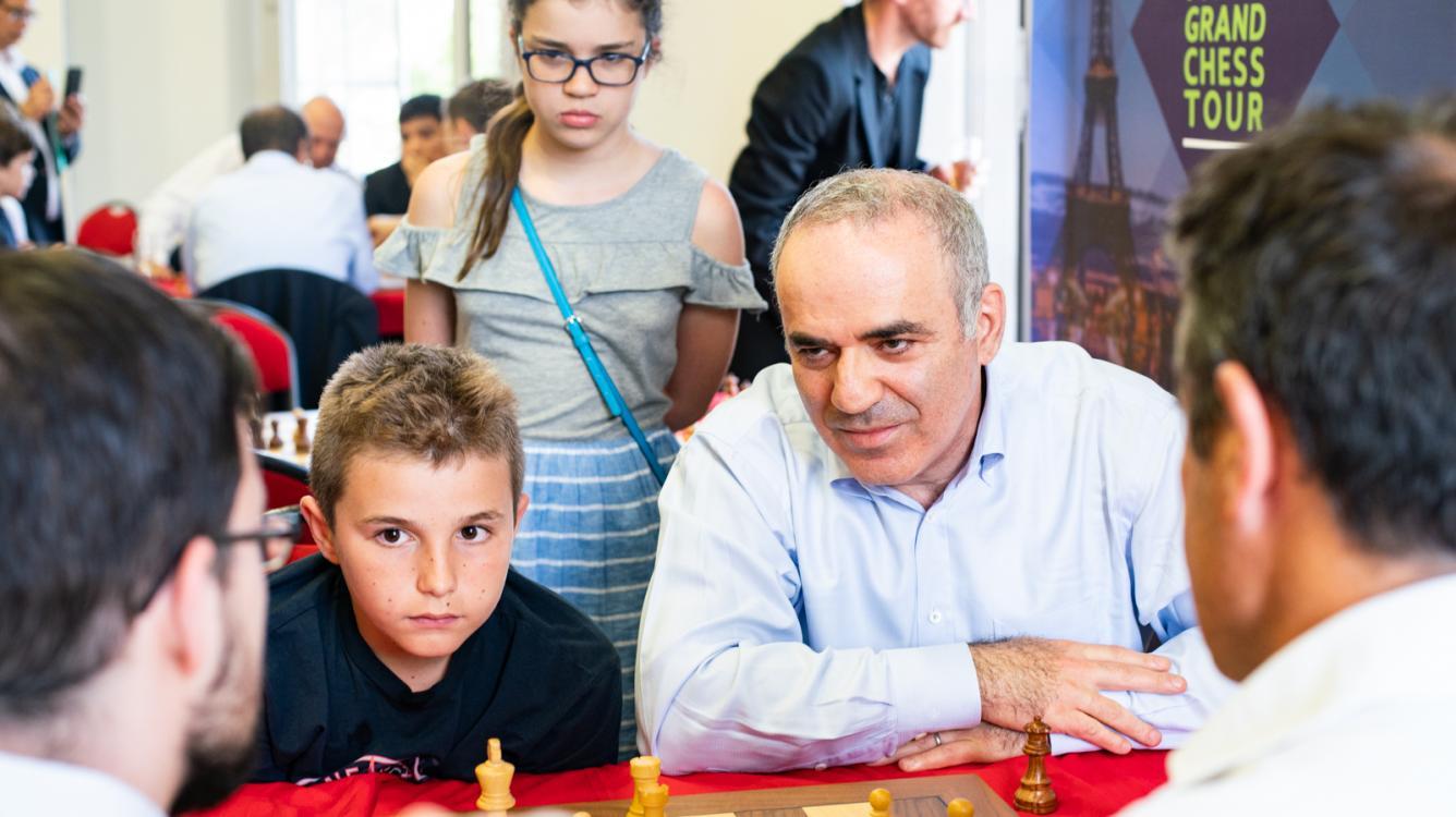 На закрытии турнира в Париже Каспаров впервые в жизни играл в шведские шахматы