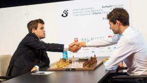 Mamedyarov relègue Carlsen au second rang à Bienne