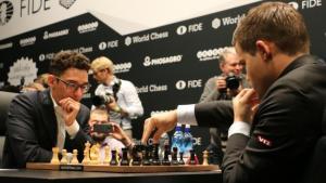 Campeonato del mundo de ajedrez R1   Carlsen aprieta, Caruana resiste