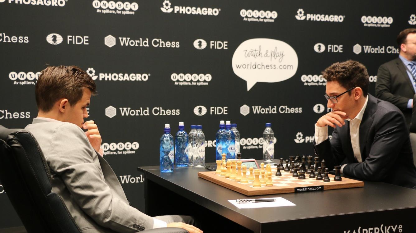 Матч на первенство мира, партия 2: Каруана удивляет Карлсена в дебюте, но тот добивается ничьей