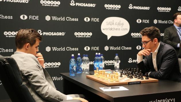 Carlsen wurde in der Eröffnung überrascht und ermauert ein Remis