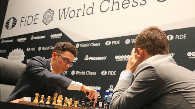 Mundial de Xadrez Partida 3: Caruana Repete Rossolimo Mas Não Consegue Quebrar Carlsen