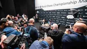 Dünya Satranç Şampiyonası 9. Oyun: Başka Bir Berabere İle Yeni Rekor Kırıldı