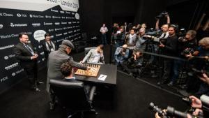 Mundial de Xadrez Partida 10: Série de Empates Continua Apesar de Partida Louca