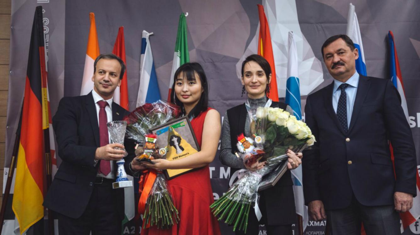 Цзюй Вэньцзюнь побеждает Катерину Лагно, сохраняя титул чемпионки мира