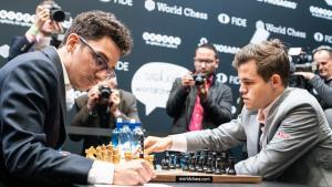 Campeonato del Mundo de Ajedrez R12: Carlsen no arriesga