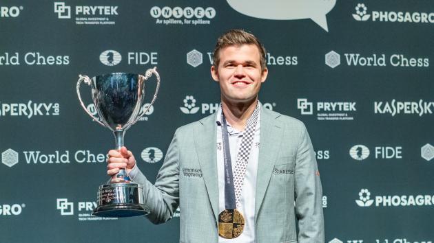 Carlsen revalida su título de Campeón del Mundo de Ajedrez en el desempate