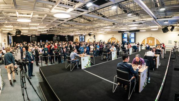 Чемпионат мира по быстрым шахматам: 7 шахматистов делят первое место, Карлсен отстает на пол-очка