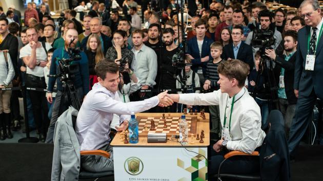 Артемьев и Карлсен впереди на чемпионате мира по блицу