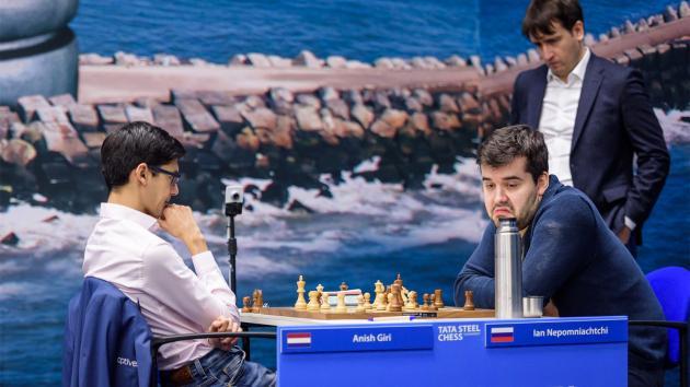Ян Непомнящий лидирует на турнире в Вейк-ан-Зее