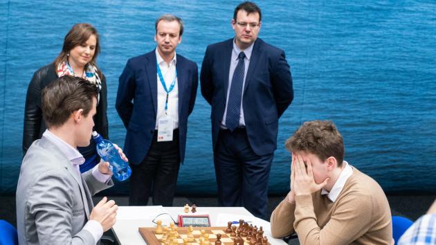 Carlsen Leads Tata Steel Chess Before Clash With Giri