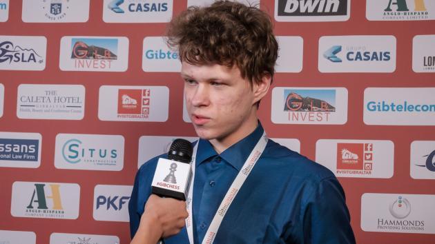 Артемьев побеждает Накамуру и лидирует на турнире в Гибралтаре