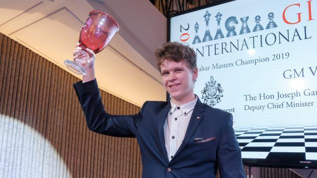 Artemiev Vence Isolado no Gibraltar Chess Festival