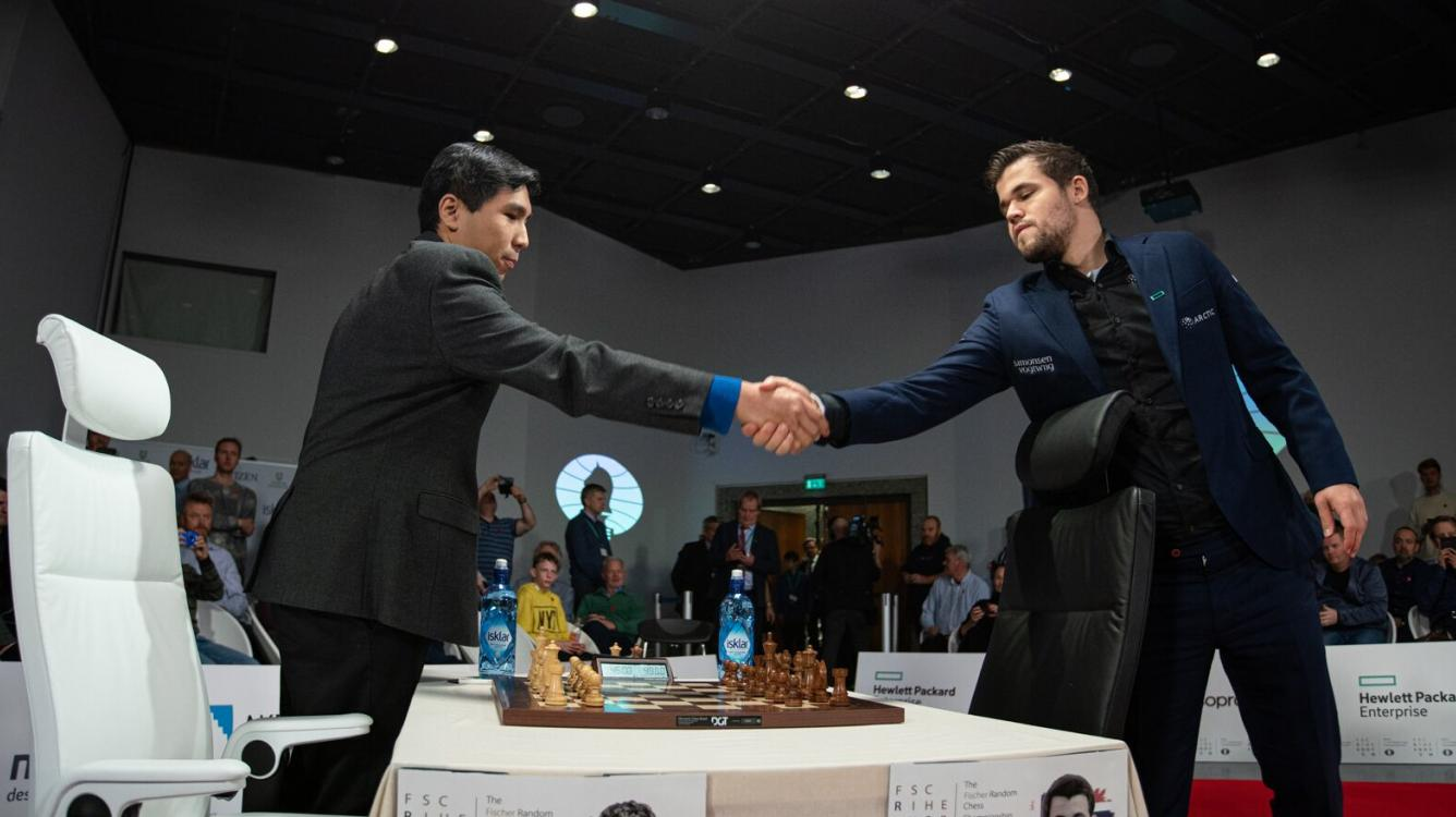 Карлсен проигрывает Со третью партию подряд в матче на Первенство мира по шахматам Фишера