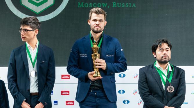 Carlsen triple champion du monde ; Lagno conserve son titre