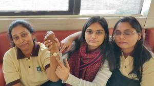Часовой скандал в Индии продолжается