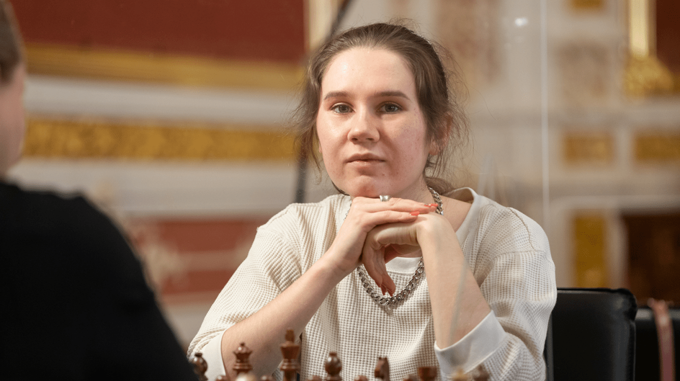 Russian Championship Superfinals: Karjakin, Nepomniachtchi Lead; Shuvalova Stuns With 6/6